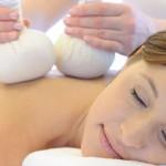 Kräuterstempel-Massage im Wellnesshotel